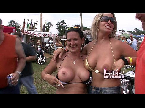 Real girl redneck chick flash ass tits