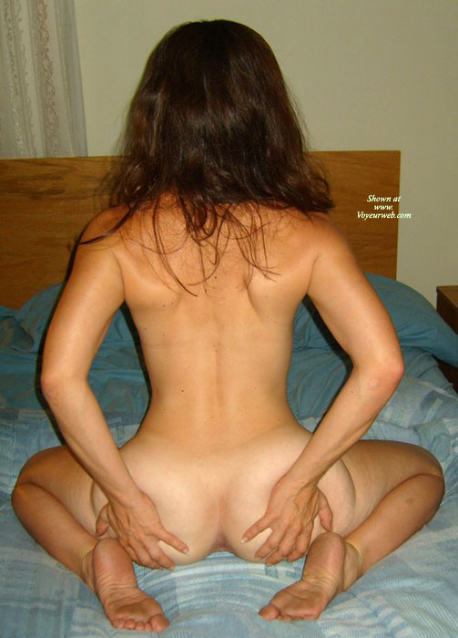 Real naked girl holding ass